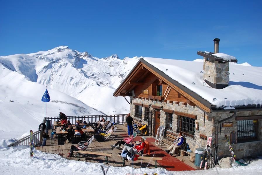 Una visita obbligata posto stupendo servizio ospitalità super Bar Ristorante tutto  quello che serve per una giornata in relax.
