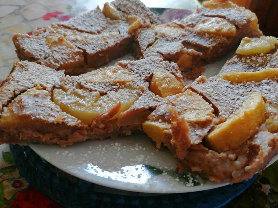 Un dolce di origine francese, che come consistenza è a metà strada tra un budino e una crema 😋😋, ripieno di frutta, perfetto per la bella stagione🌞, da servire tietido o freddo Ricetta ⬇️⬇️⬇️
